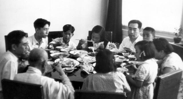 Family-Dinner-Beijing